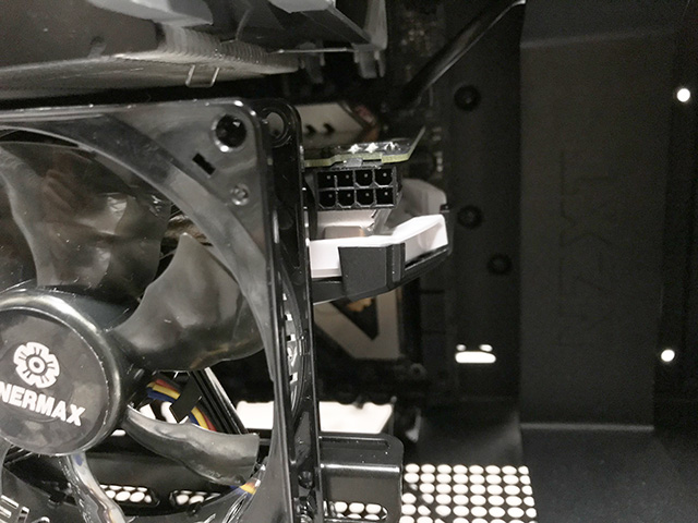 X570冷却 GPU電源コネクタ